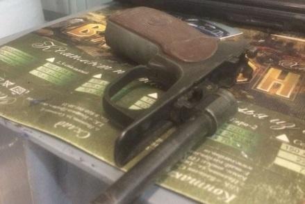 Полицейские нашли у подозреваемого оружие, патроны и муляж гранаты