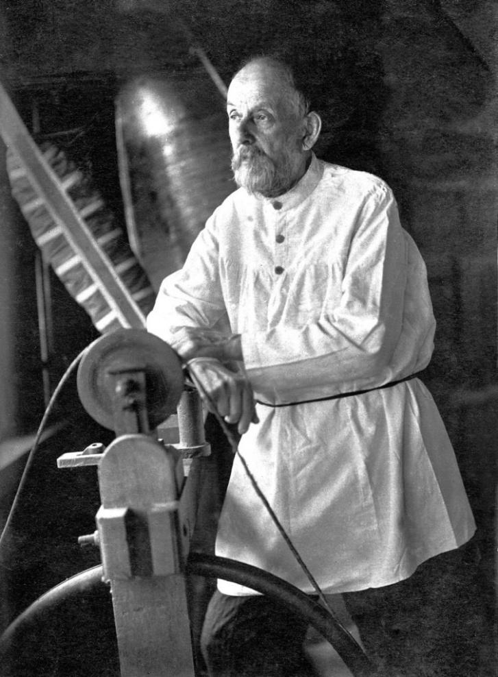 Циолковский одним из первых высказал идею создания реактивных ракет