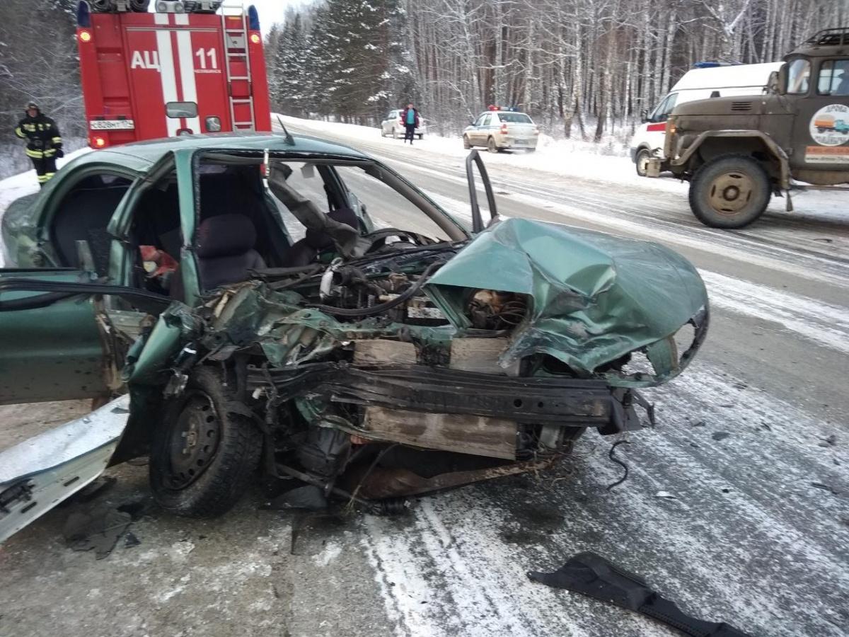 На место аварии поочерёдно выехали два автомобиля скорой помощи