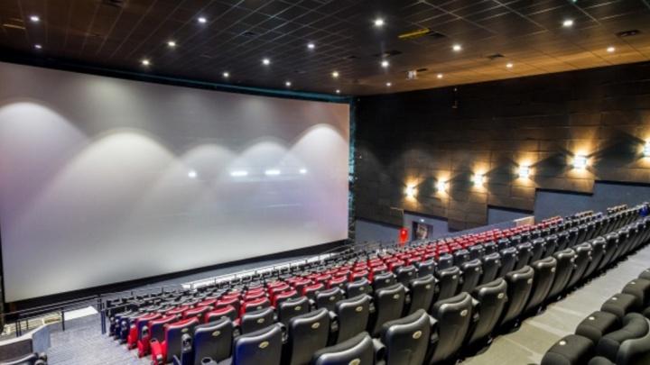 История кино: как чиновники делали из кинотеатров рынки в 90-е