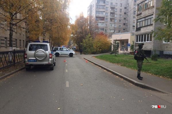 На целый час силовики перекрыли доступ к пенсионному фонду в центре города