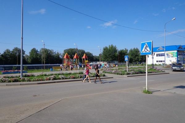 В Каскаре живет почти 10 тысяч человек (хотя во время прямой линии с Путиным местная жительница назвала цифру в 3000 человек)