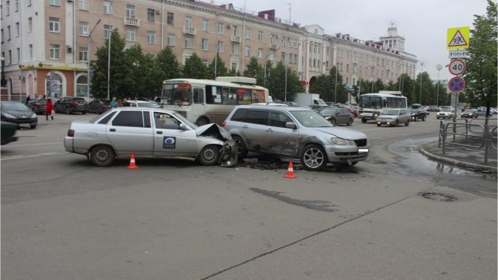 Машина «ГТРК-Курган» попала в ДТП: пострадала корреспондент телекомпании