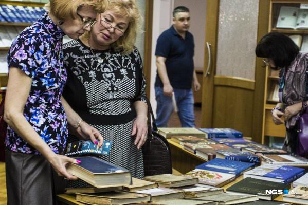 Книги можно принести в Новосибирскую государственную областную научную библиотеку и Областную библиотеку имени А.М. Горького