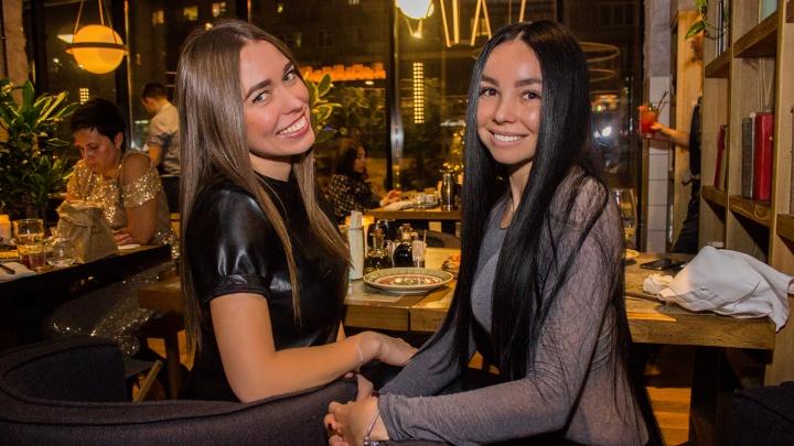 «Бриллианты неуместны»: 17 красоток — о том, почему шубы уже не в моде и нужна ли в ресторан сменка