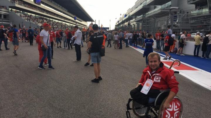 Новосибирцы собрали деньги на билет на «Формулу-1» для инвалида — эта поездка изменила его жизнь