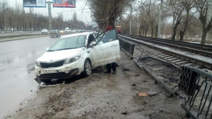 «В него летела крышка люка»: волгоградец отсудил у чиновников 400 тысяч рублей за плохие дороги
