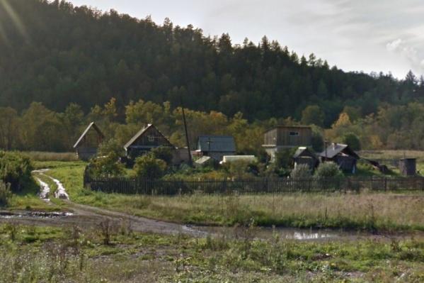 Туриста нашли в лесу в шести километрах от этого посёлка