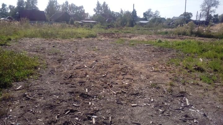 Сыграл в ящик: в Ярославской области мужчина завалил жилые дома кусками от гробов