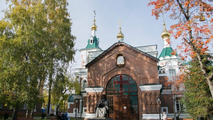 В храм рядом с памятником Луки ищут верующих экскурсоводов