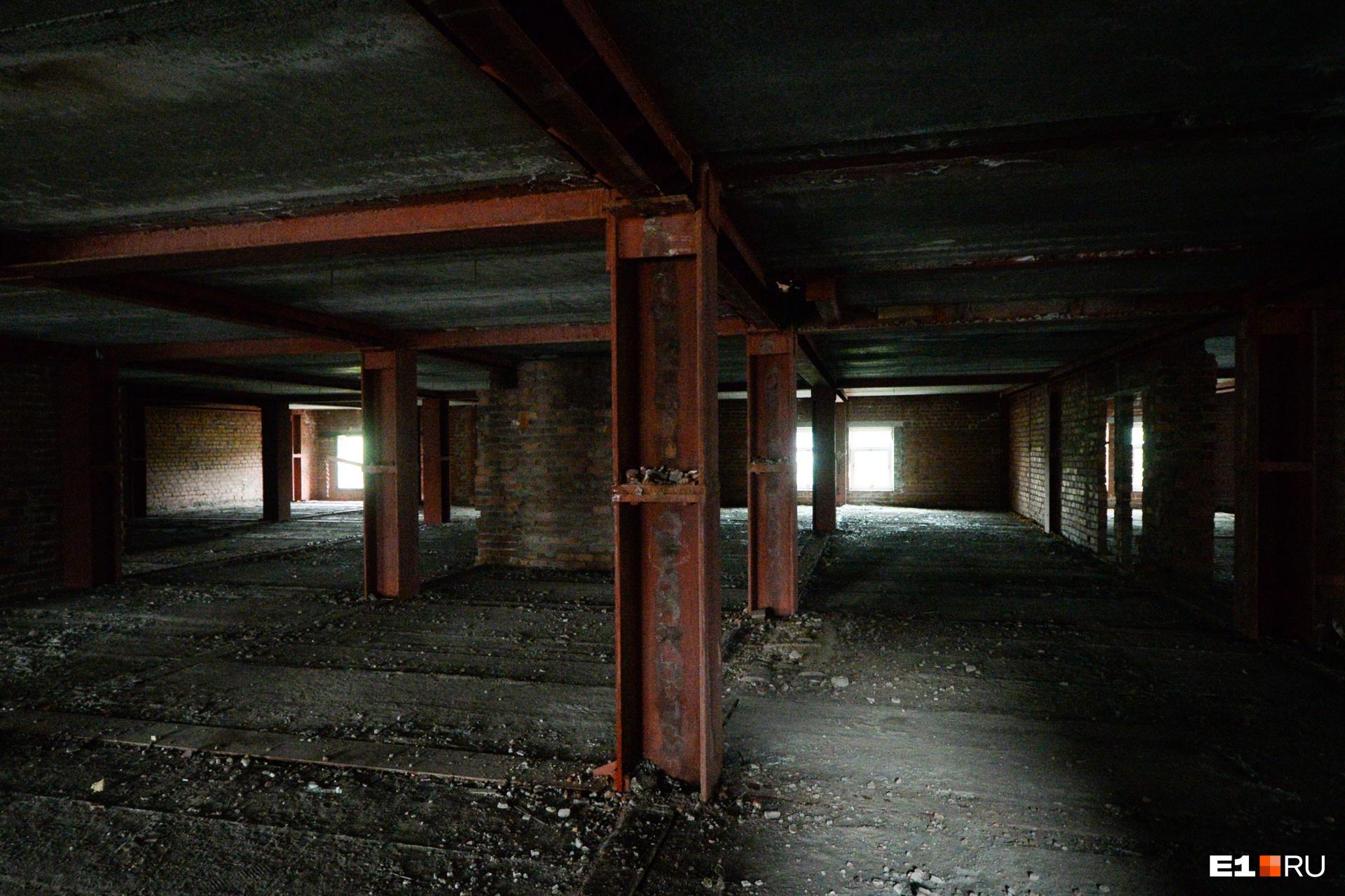 Немного напоминает подземный паркинг, правда?