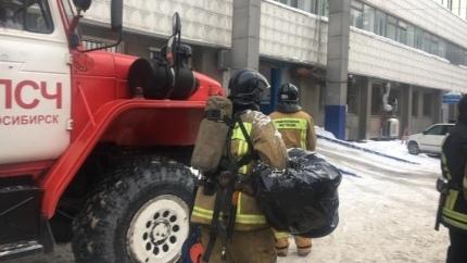 В МЧС рассказали о причинах дыма из ледового дворца спорта «Сибирь»