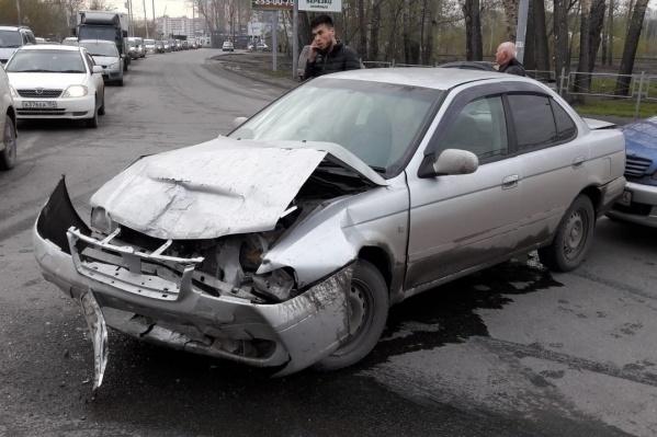 Три машины столкнулись на пересечении Петухова и Советского шоссе