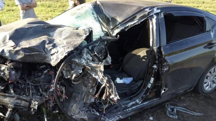 Не осталось живого места: водитель «Хендай-Солярис» погиб после столкновения с грузовиком