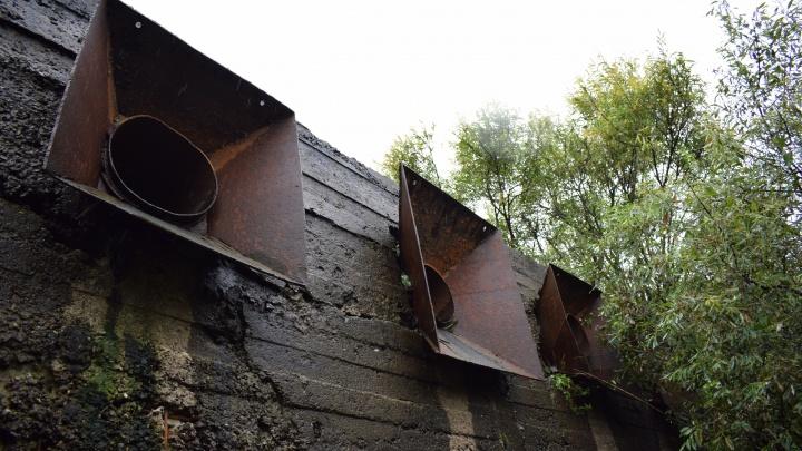 Чиновники выясняли, как в районе Лесобазы в Туру попали нечистоты