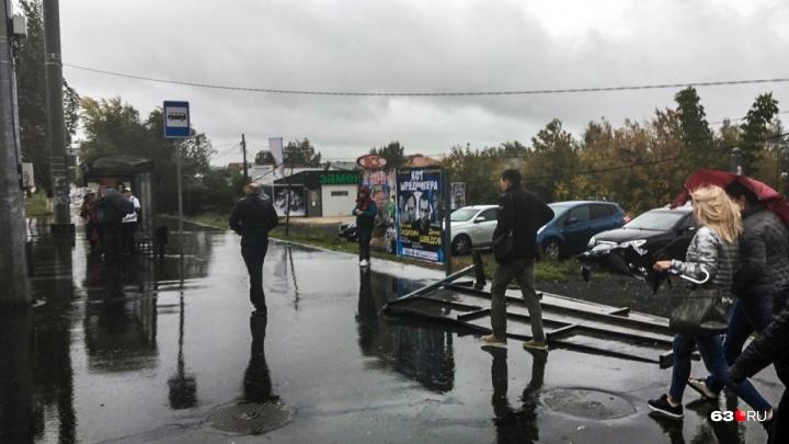 «Не выходите из зданий»: в МЧС предупредили об ухудшении погоды
