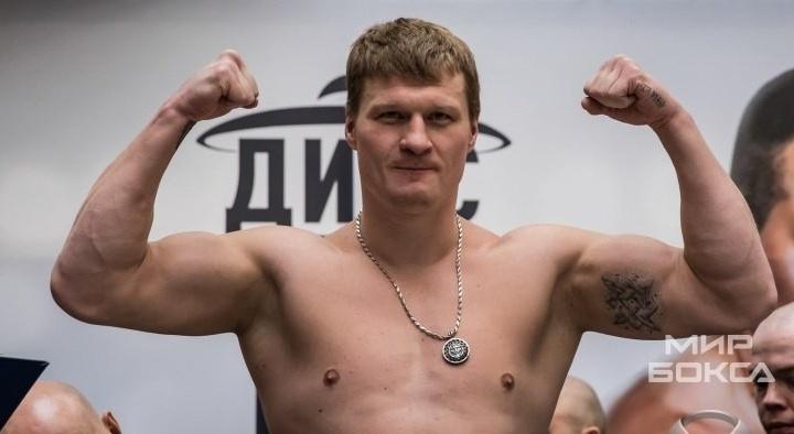 Судьи решили единогласно: Поветкин одержал победу над Кристианом Хаммером в Екатеринбурге