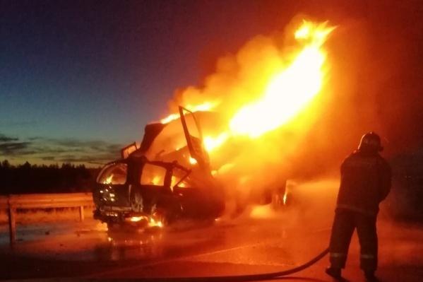За рулём вспыхнувшего автомобиля Chevrolet в день трагедии находился 55-летний тобольский предприниматель Валерий Радукан. Он и его пассажир совсем немного не доехали до родного города