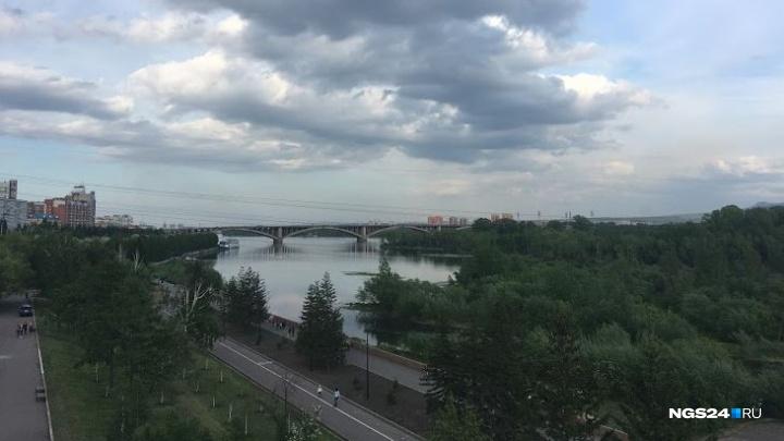 Штормовой ветер с грозами надвигается на Красноярск