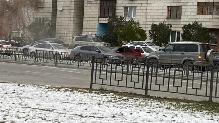 В Екатеринбурге водитель Subaru протаранил две машины и уехал, ведётся розыск