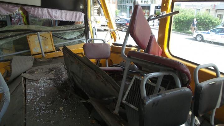 Пассажир, пострадавший в ДТП со взбесившимся трамваем, попал в реанимацию с травмой позвоночника