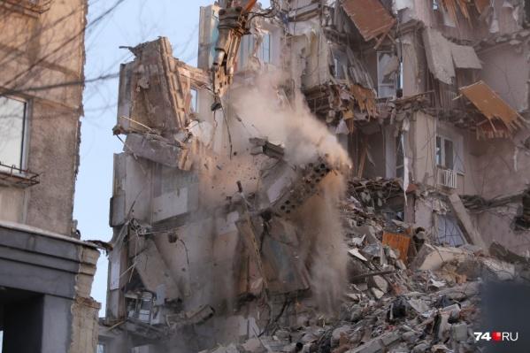 Под завалами рухнувшего 31 декабря 2018 года дома погибли 39 человек