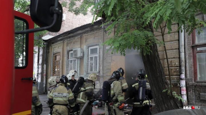 В Ростове на Шаумяна загорелся жилой дом