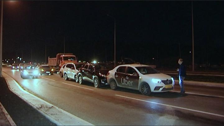 «Встал посреди дороги и уснул»: очевидец — о лихаче, который протаранил машины на Серафимы Дерябиной
