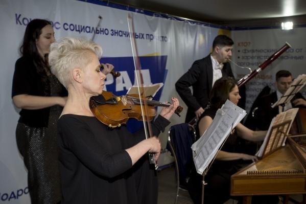 Концерт классической музыки в переходе станции метро «Площадь Ленина»