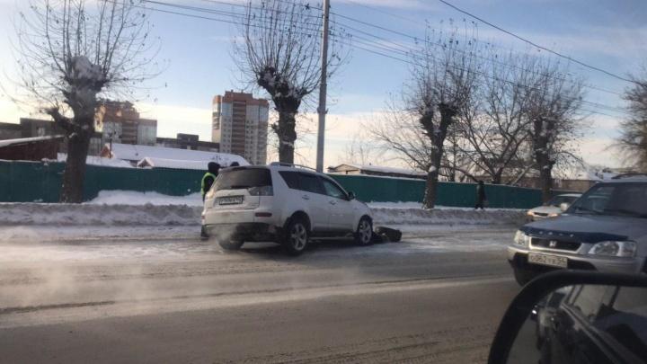 «У девушки перелом ноги»: в тройном ДТП на Большевистской пострадала водитель и 9-летняя девочка