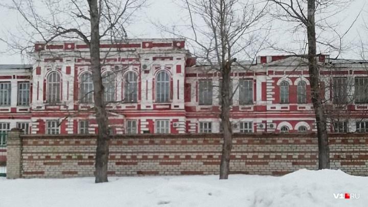 «Угроза для жизни»: волгоградский Роспотребнадзор закрыл четыре класса кадетской школы Урюпинска