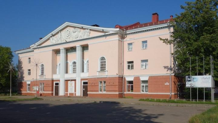 В Рыбинске мэр отдаст в частные руки здание-памятник, чтобы выкупить Дворец культуры