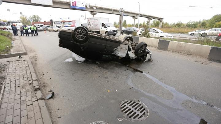 Готовят к операции: пассажирка перевернувшейся под мостами в Ленинском машины повредила позвоночник