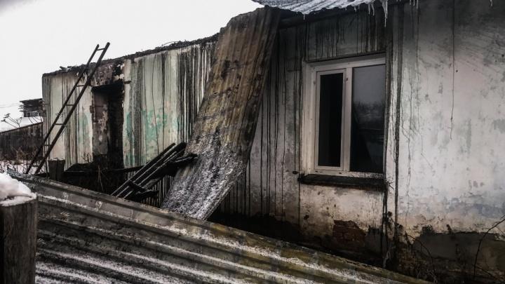 На отца пятерых детей, погибших при пожаре, завели ещё одно дело — за избиение детей