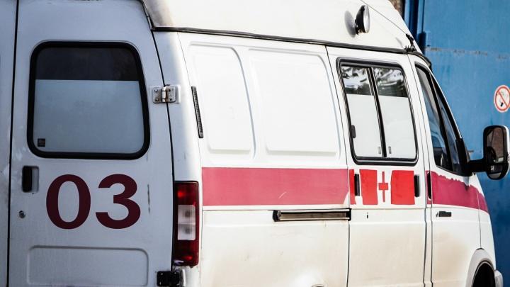 Легковушка не уступила: в Ростове в ДТП со скорой помощью пострадала доктор
