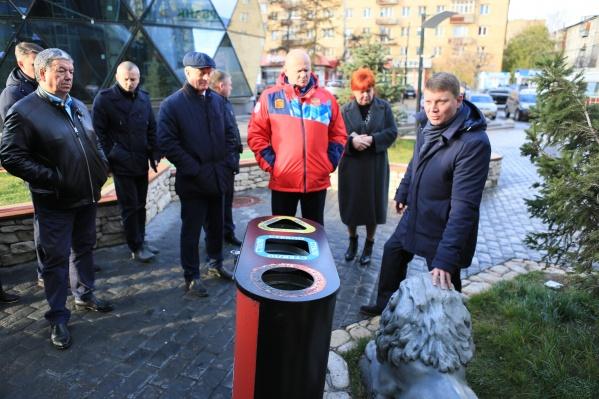 По мнению мэра, мусорка в этом месте портит эстетику пространства