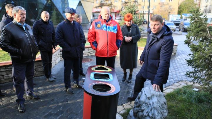 «Пример косолапости»: мэр раскритиковал мусорку для раздельного сбора отходов на Театральной площади