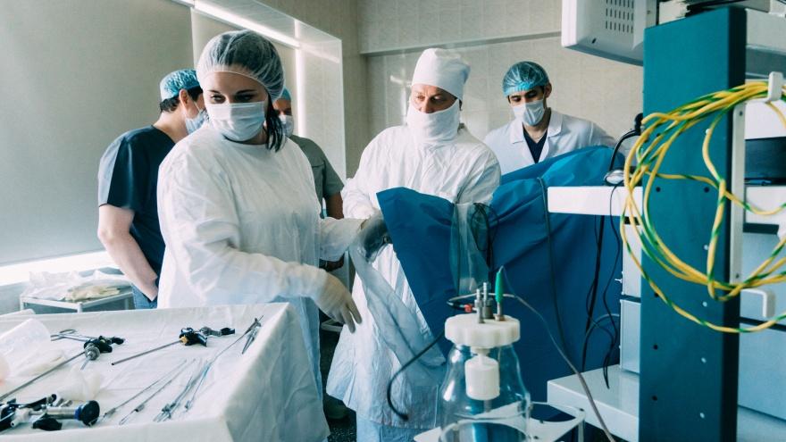 Нижегородский хирург в БСМП-2 лазером удалил омичу крупную опухоль предстательной железы
