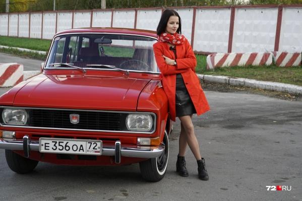 Каждое утро Вероника Кочнева ездит на своем «Москвиче» в школу