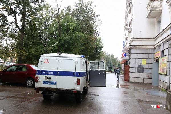 К зданию на проспекте Ленина приехали взрывотехники