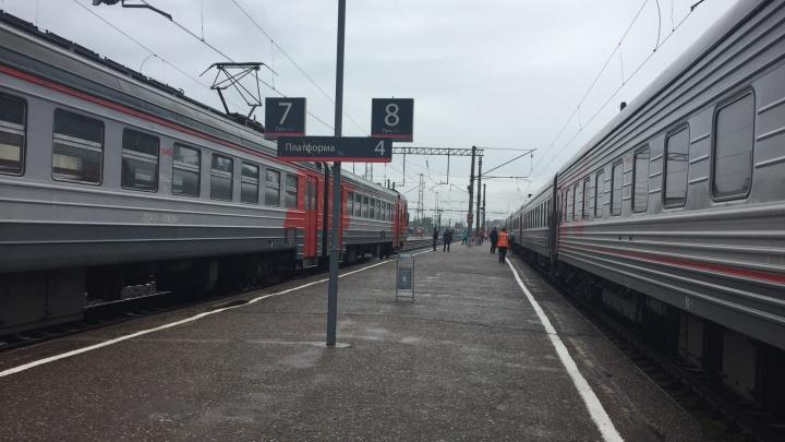 Только вышла из депо: электричка Курган — Шумиха опоздала на 47 минут из-за схода с рельсов