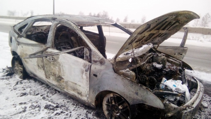 В сгоревшей машине на тюменской объездной нашли тело