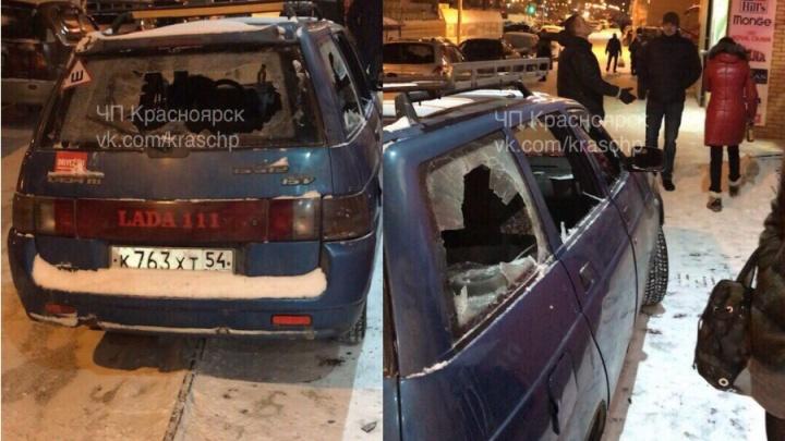 Пьяная пара супругов разбила стекла заехавшей на тротуар «Лады»
