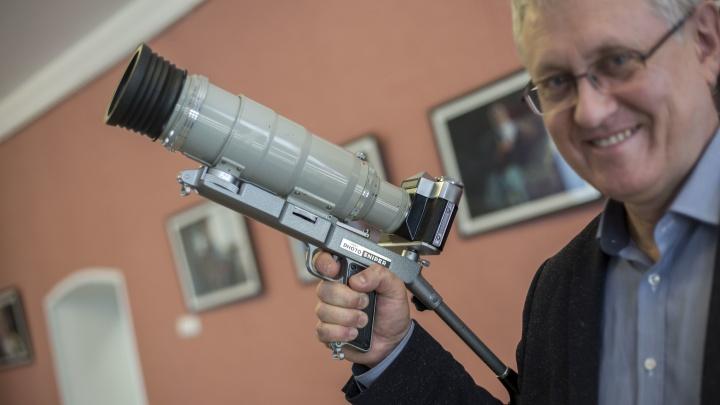Новосибирец собрал 120 уникальных фотоаппаратов — среди них есть фотопистолет и «Феликс из НКВД»