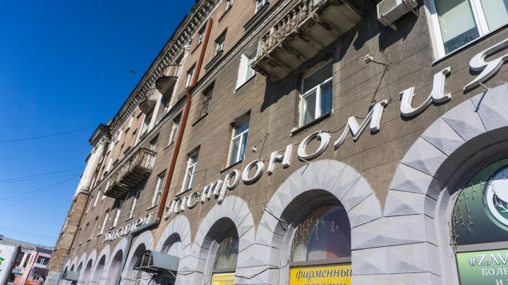 Пройду по «Гастрономии», сверну на «Достижения»: проводим перепись старых вывесок Омска