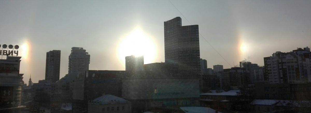 «Такое бывает дважды за зиму»: над Екатеринбургом взошли три солнца