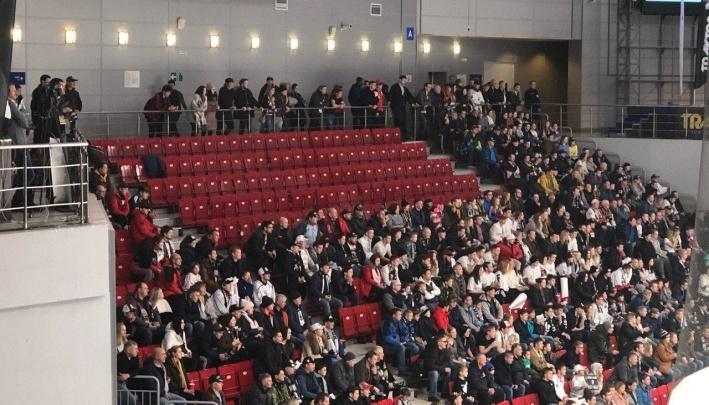 Из-за обыска ОМОНа фанаты «Трактора» опоздают на матч в Магнитогорске