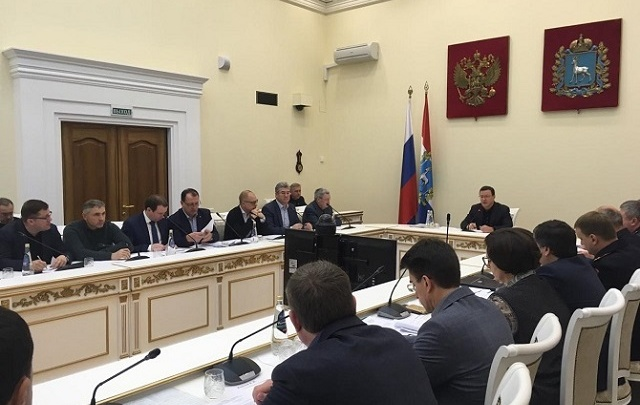 Азаров поручил расчистить дороги Самары до конца выходных