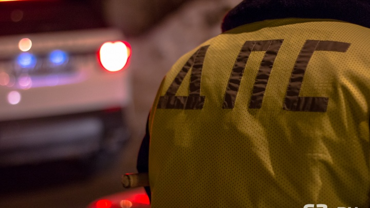 Плевался и грозил убить: в Самаре инспекторам ДПС пришлось связать неадекватного водителя