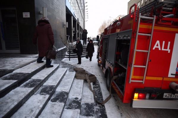 Сегодня в Новосибирске массово эвакуируют школы, больницы, бизнес-центры и офисные здания